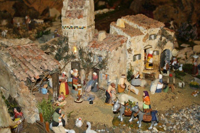 Crèche de Noël avec santons provençaux