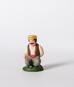 Santon joueur de boule accroupi