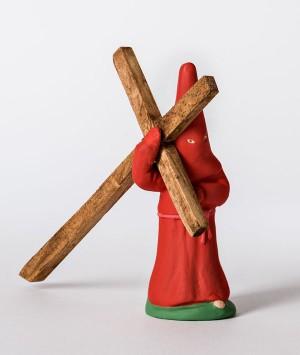 Santon le pénitent rouge à la croix